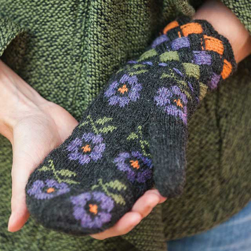 Donna Druchunas's gorgeous floral mittens were inspired by the love the people of Lithuania have for flowers.